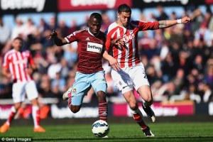 2775C01400000578-3038042-Sakho_in_action_for_West_Ham_during_their_1_1_draw_against_Stoke-m-35_1428994553046